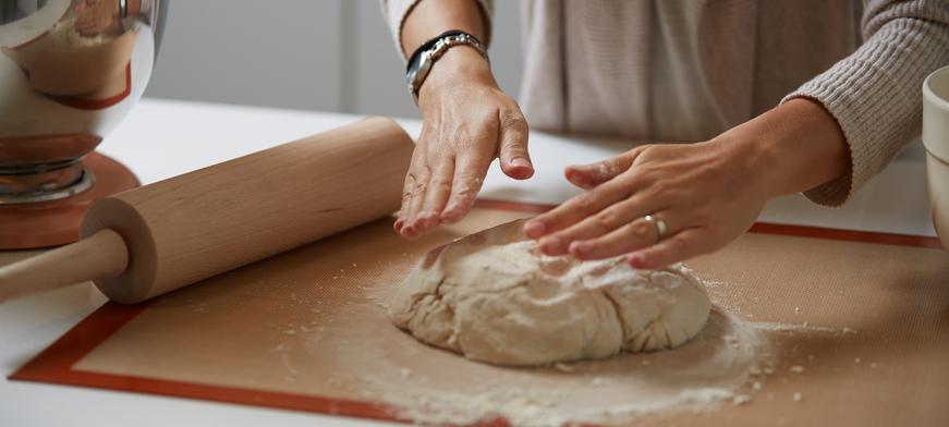 أدوات الخبز الأساسية