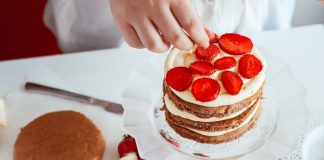 كيفية حشو الكيك بكريمة التزيين