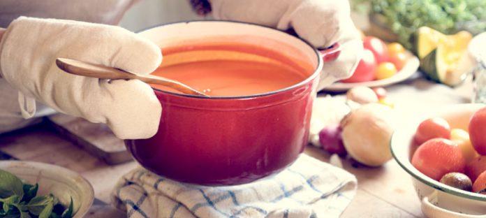 خطوات بسيطة لتحضير صلصلة طماطم منزلية